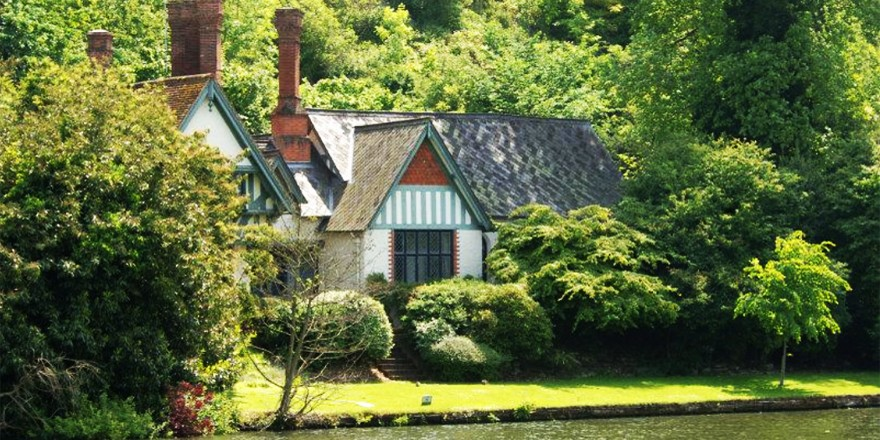 Beautiful Cottage On The Thames