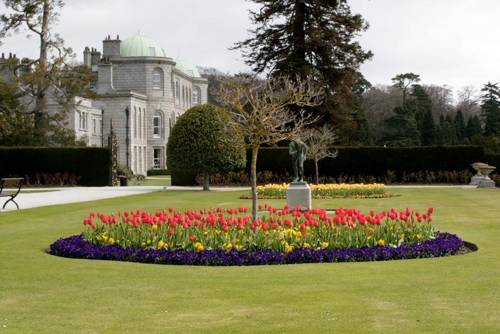 <p>Alex Slazengers Guide Powerscourt Gardens<span></span></p>